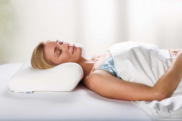 tempur-millennium-ergonomic-pillow-with-model-2015_1