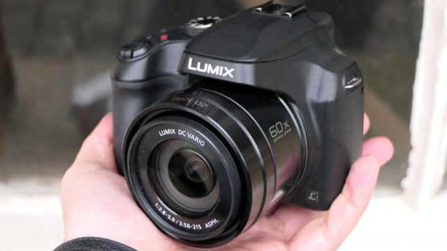 1000-panasonic-lumix-fz82-in-hand-3_1483366609