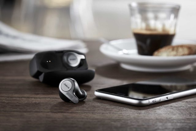 Elite_65t_contextual_5_Earbuds_charging_case