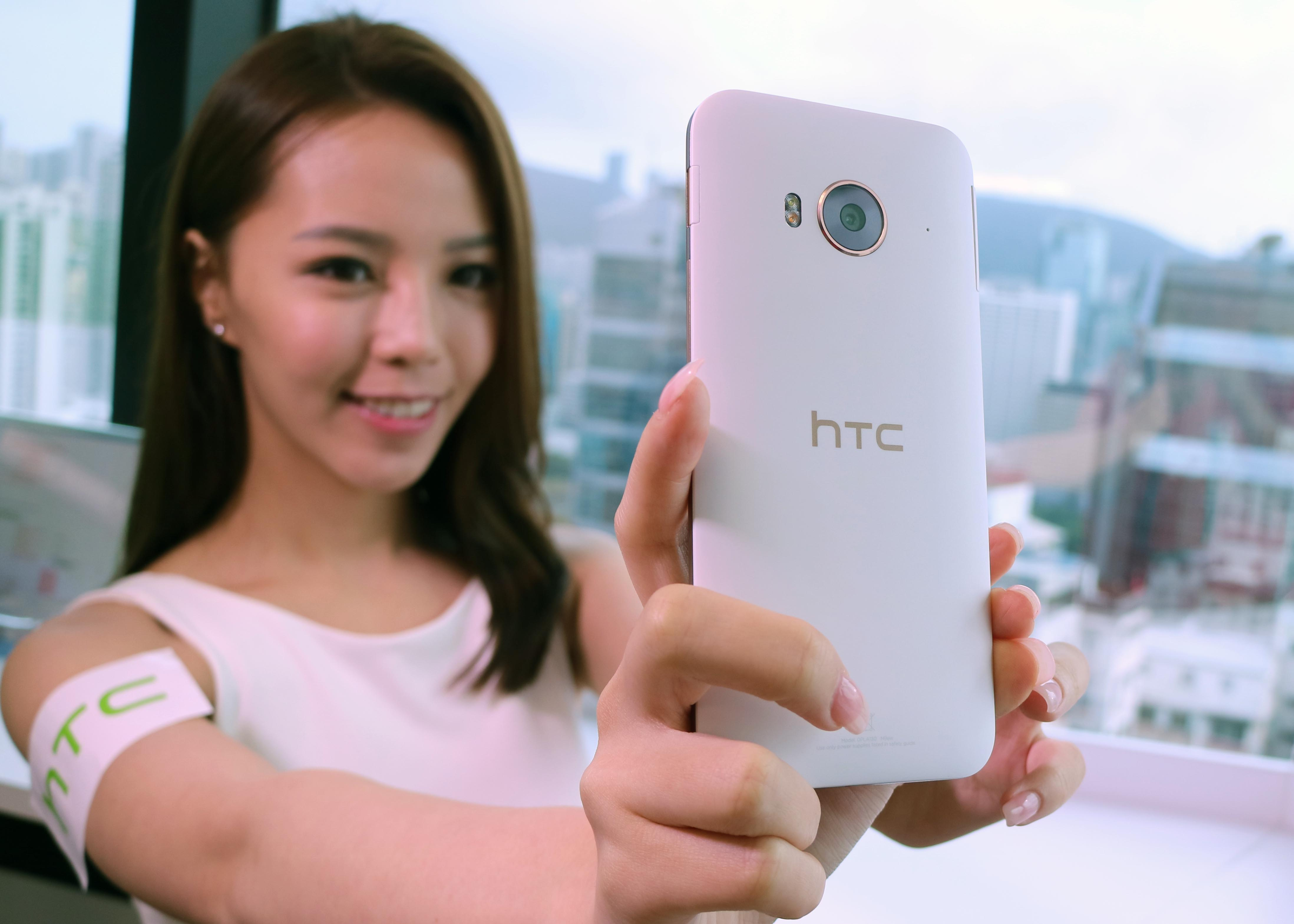 HTC ME dual sim selfie