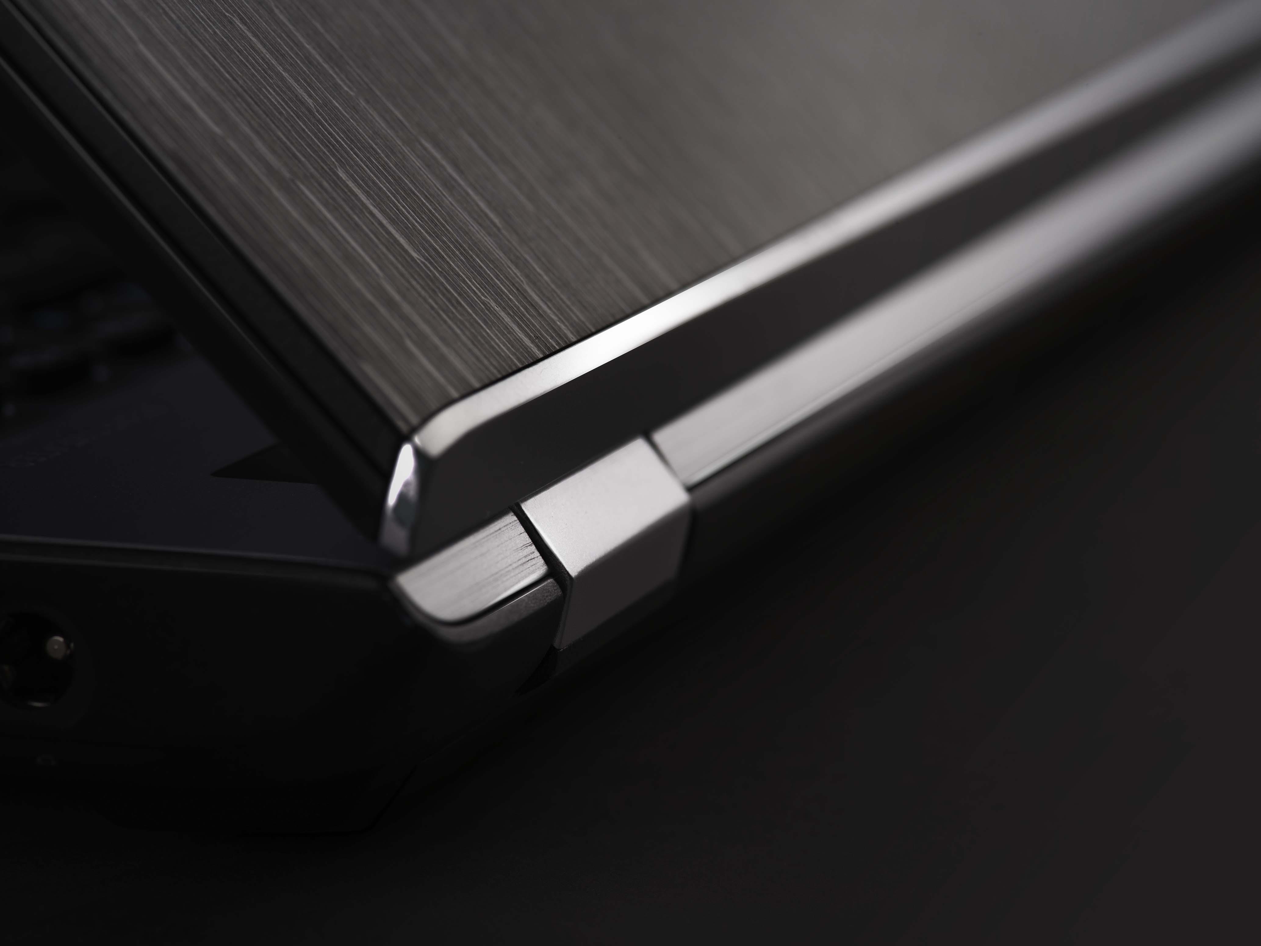 工作打機全兼顧 Acer超薄金屬風筆電