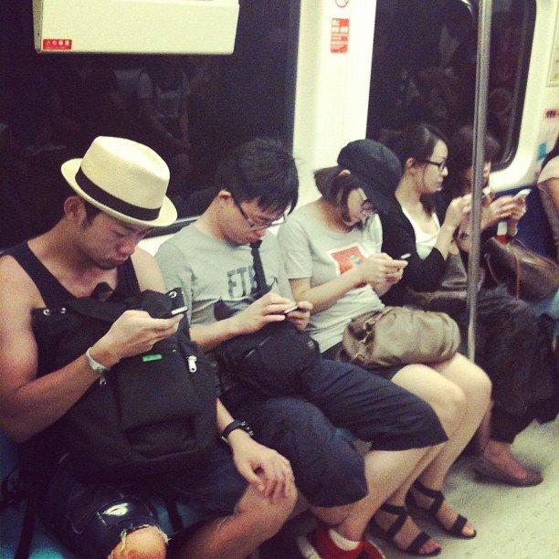 手機用量測抑鬱  低頭族最高危