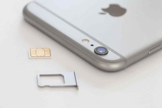 富士康員工爆料 | iPhone 6s IMEI刻SIM卡托