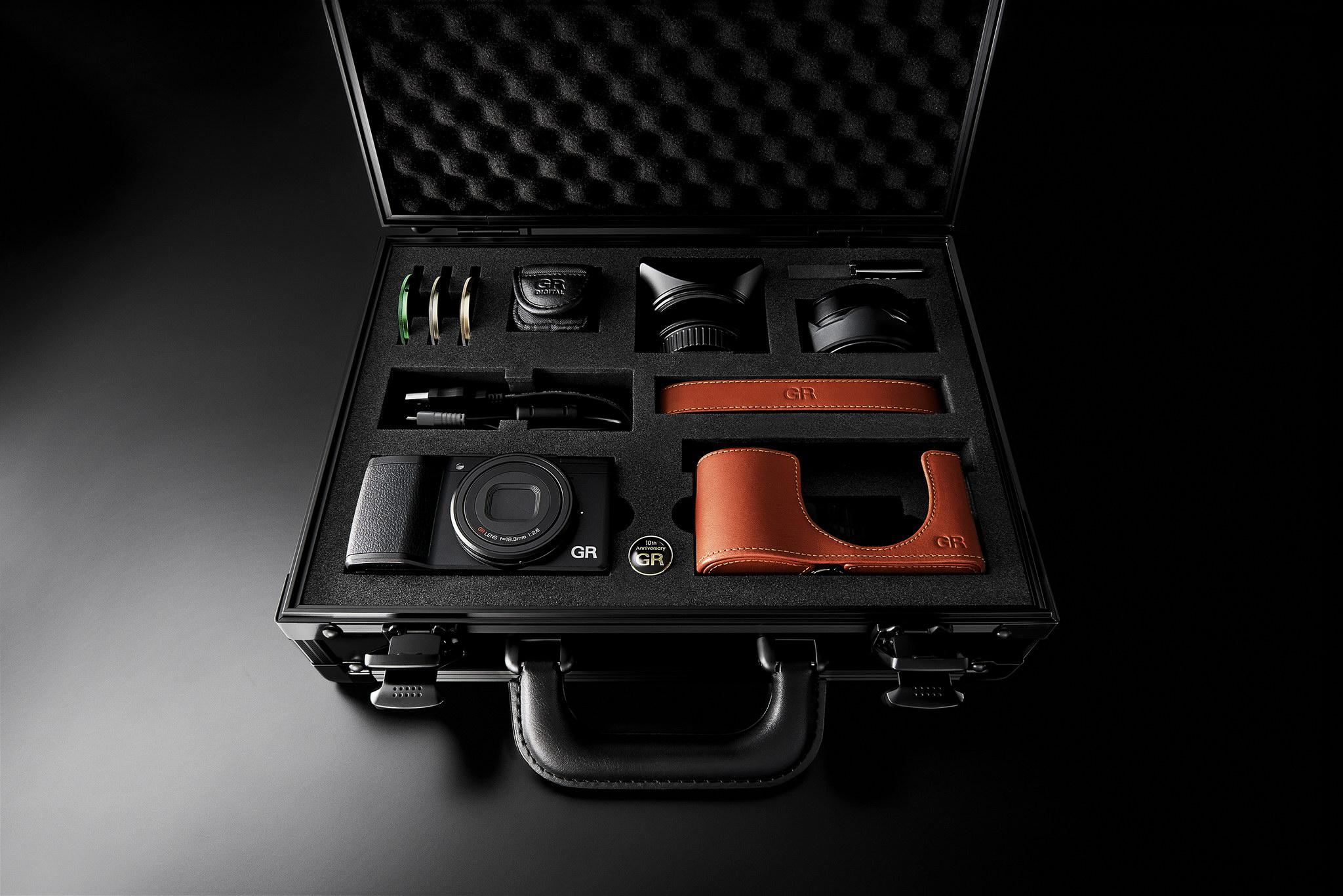 Ricoh GR II Premium Kit 十月尾推出 |金屬感機身包真皮提升豪味