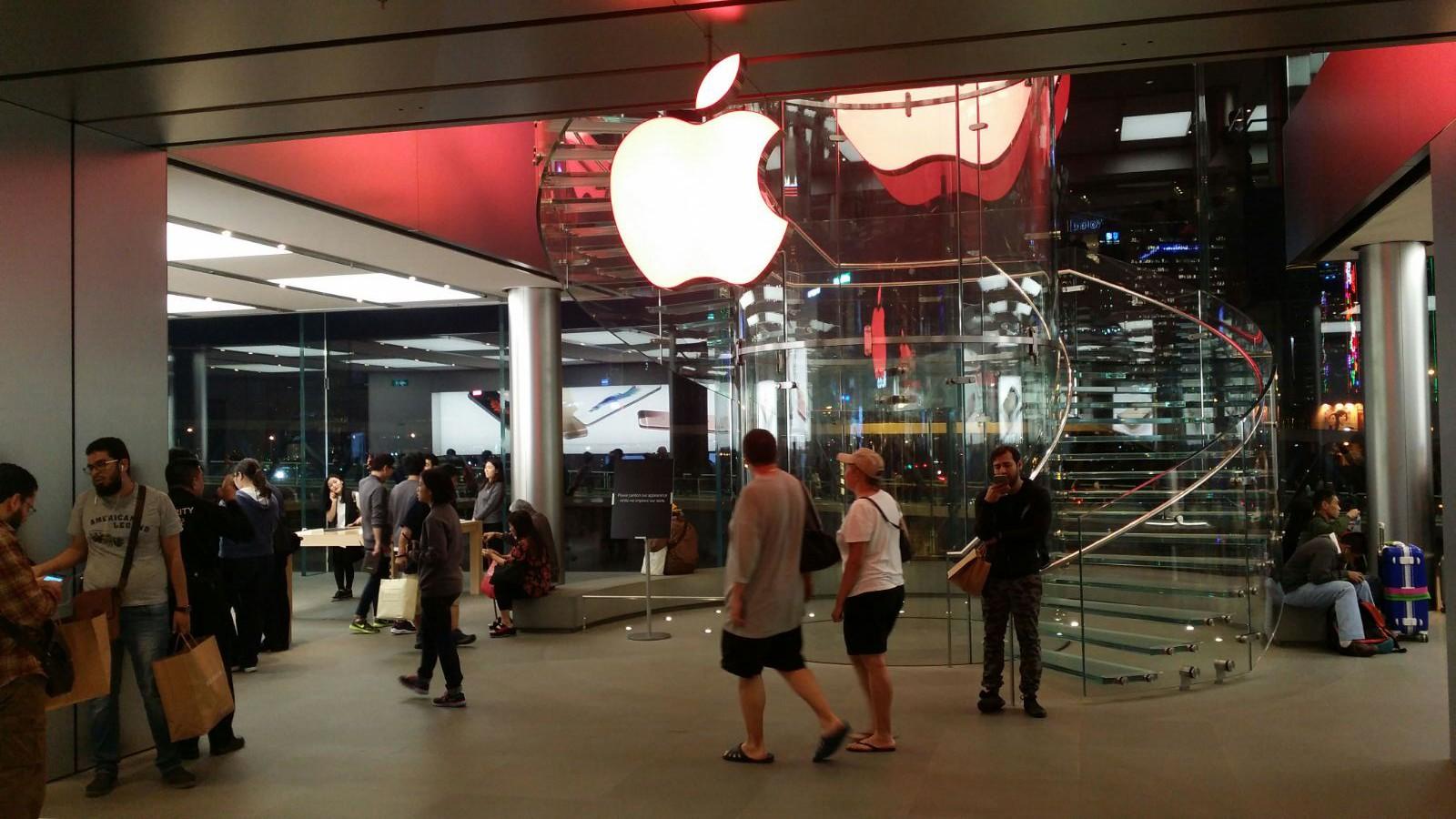 Apple Store Logo 變紅色 | 只此一日合照要趁早