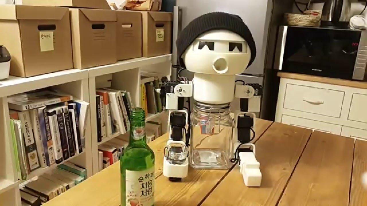 陪酒機械人 Robot Drinky    乾杯追酒反應做足