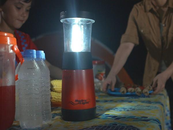 盬水發電露營燈 | 仲可幫埋手機充電
