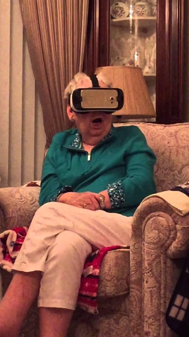氹祖母試玩 VR眼罩  侏羅紀公園恐龍嚇到喪叫