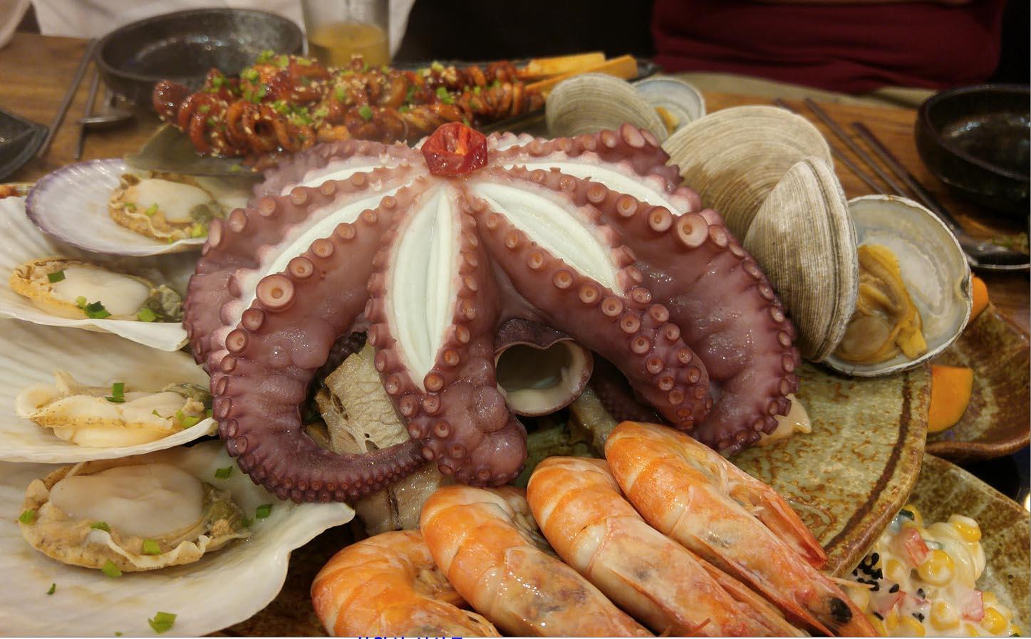 〔金仔韓遊〕原隻八爪魚上枱  大王海鮮八爪魚食顏值