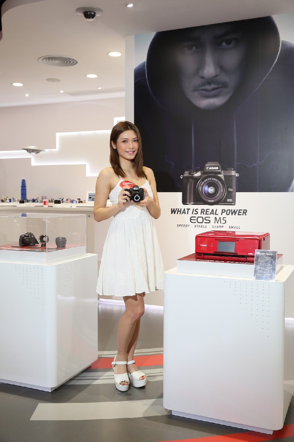 Canon EOS M5 現身  走向無反專業之路
