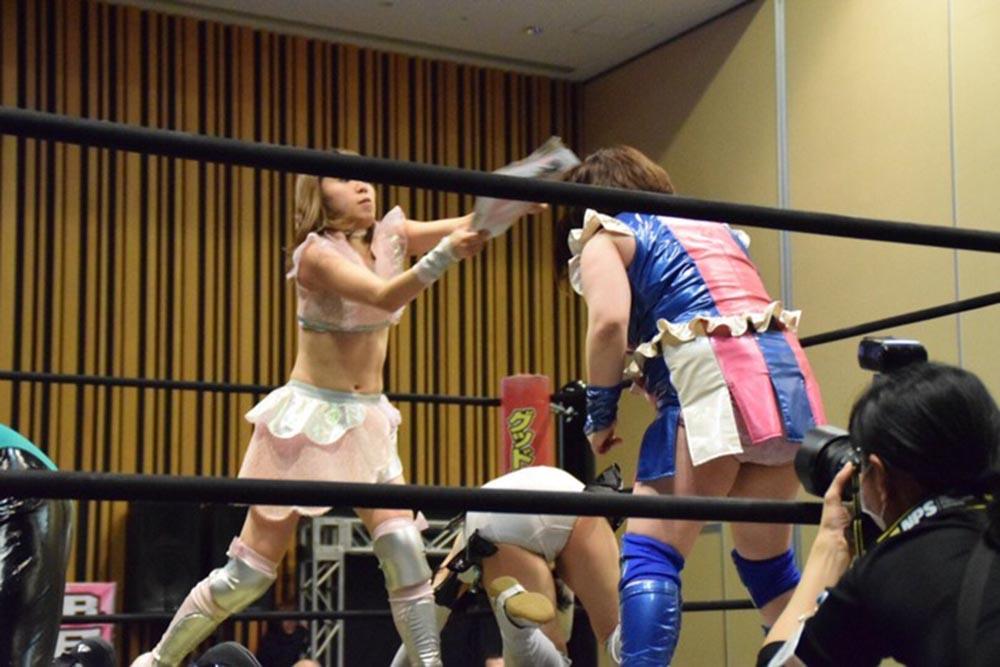 十大武器新定義  東京女子摔角手結婚雜誌當武器