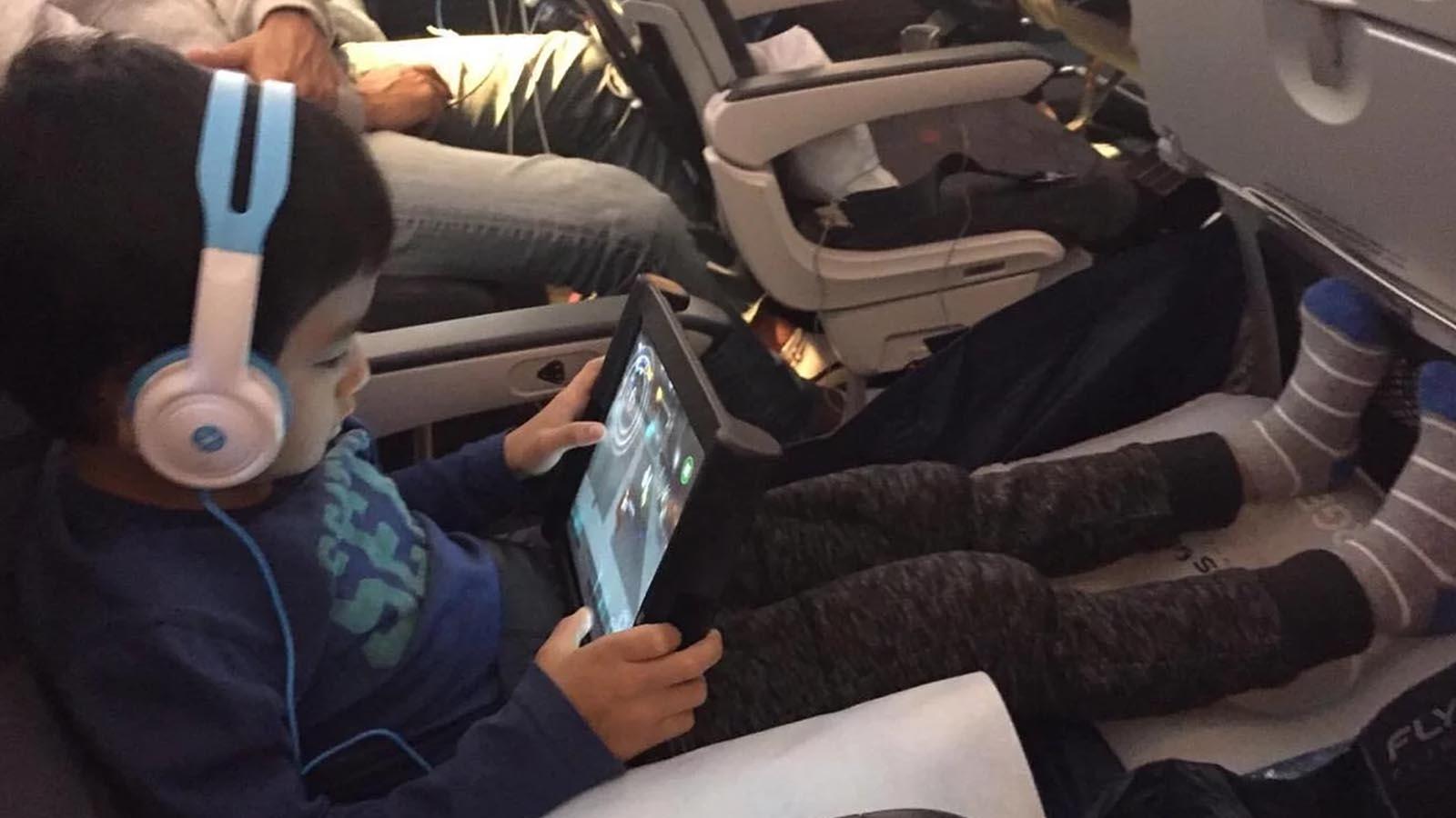 坐廉航通宵機無覺好瞓?  經濟位旅行神器 Fly LegsUp 幫到你