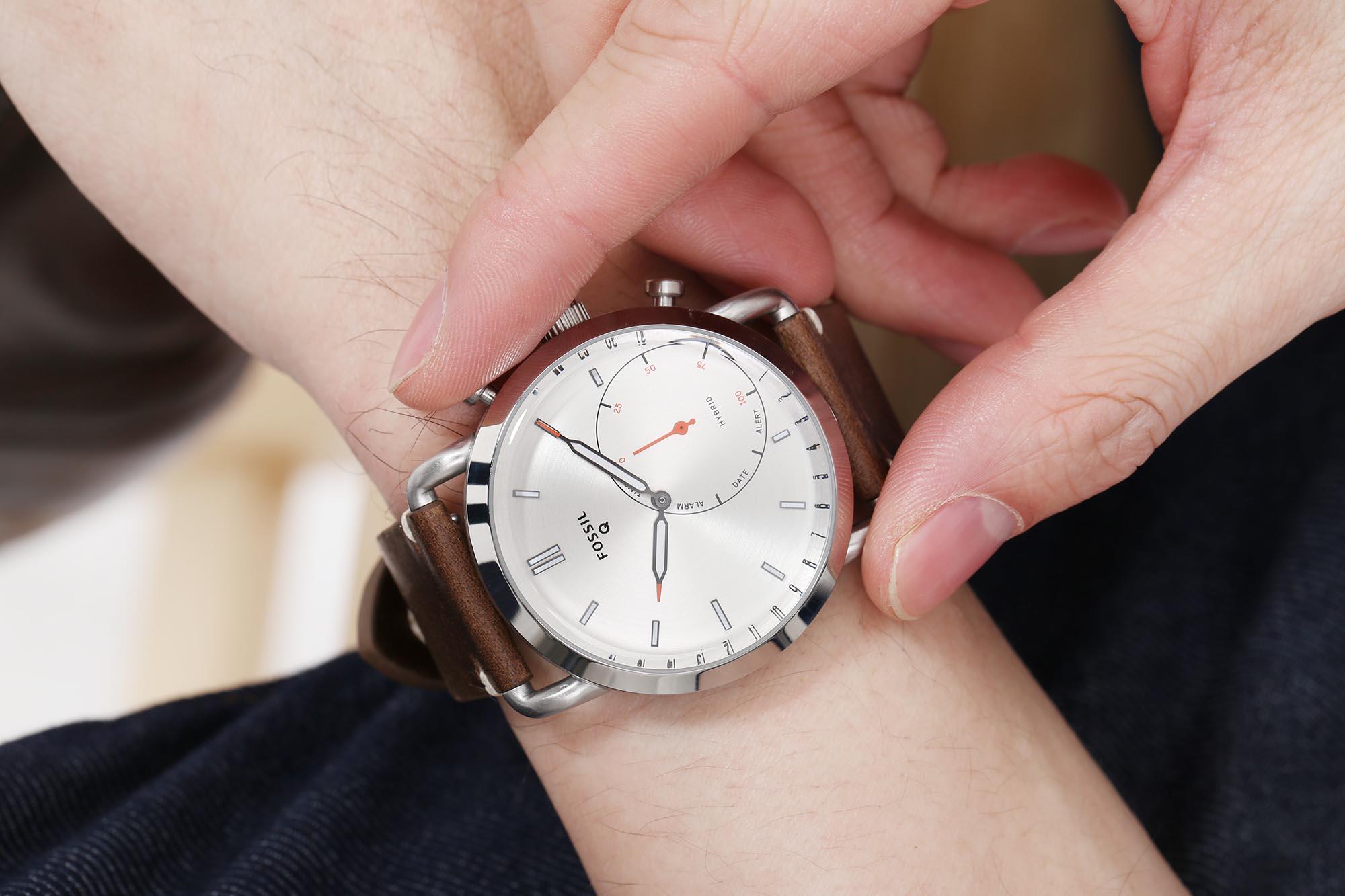 Fossil Q Commuter Hybrid 智能腕錶  向帥氣爸爸送上驚喜