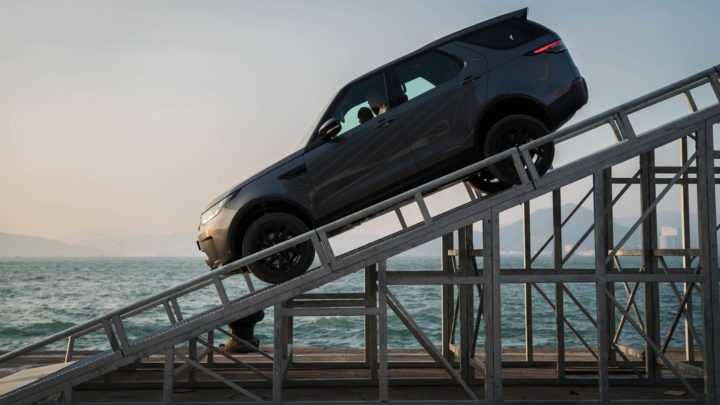 Land Rover 舉辦「The Above & Beyond Tour」 攀山涉水越野親身體驗