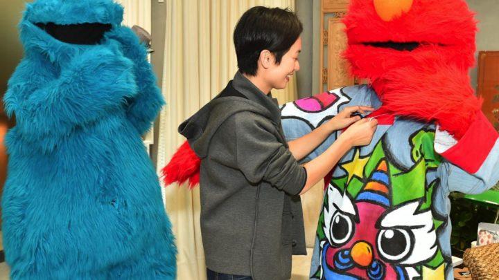 《 芝麻街 》 5 位明星潮著賀年衫  Cookie Monster 潮跟金球獎送水女郎攝鏡
