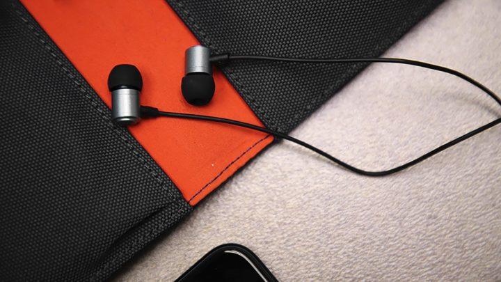 Hi-Res Audio 認證 HK$249 入手  Hi-Unit HSE-A2000 石墨烯塗層振膜耳機