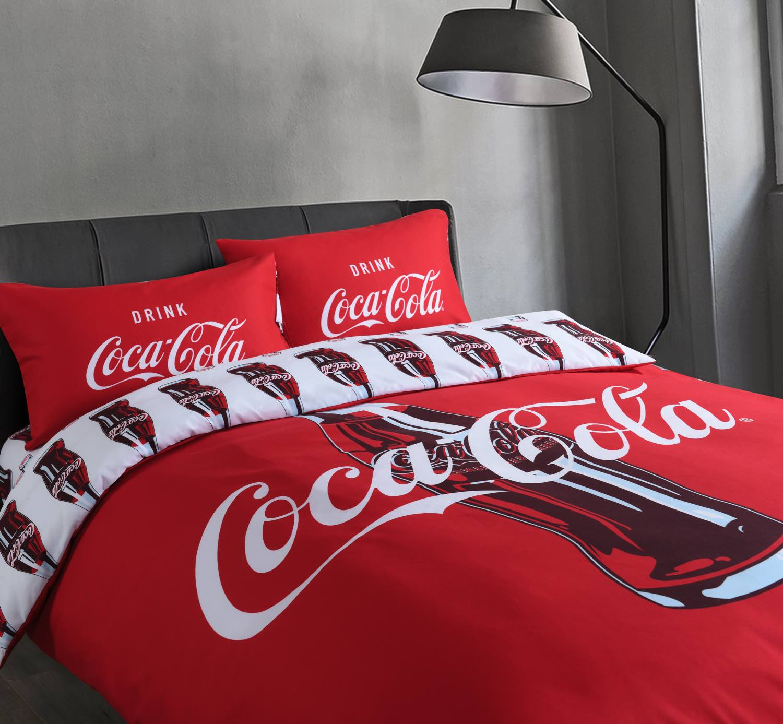 可口可樂迷必備!  Casablanca 聯乘 Coca-Cola 推經典別注寢具系列