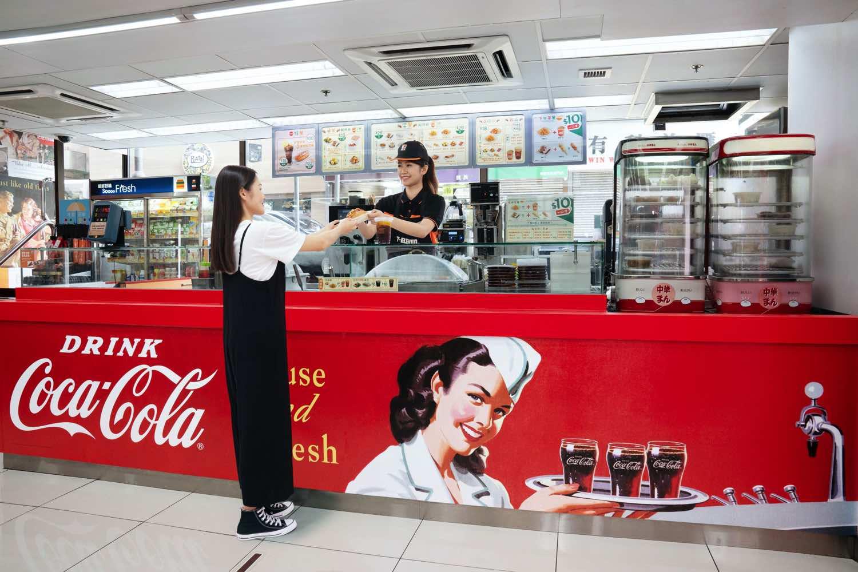 7-Eleven x 可口可樂全新概念店開幕 隨時歎「 可口可樂 」經典玻璃樽系列