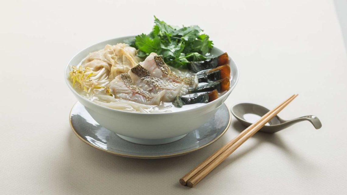 米線陣推限定消暑「 夏鮮。珍饈 」 芫荽皮蛋星斑片魚湯米線配凍鹹檸雪碧