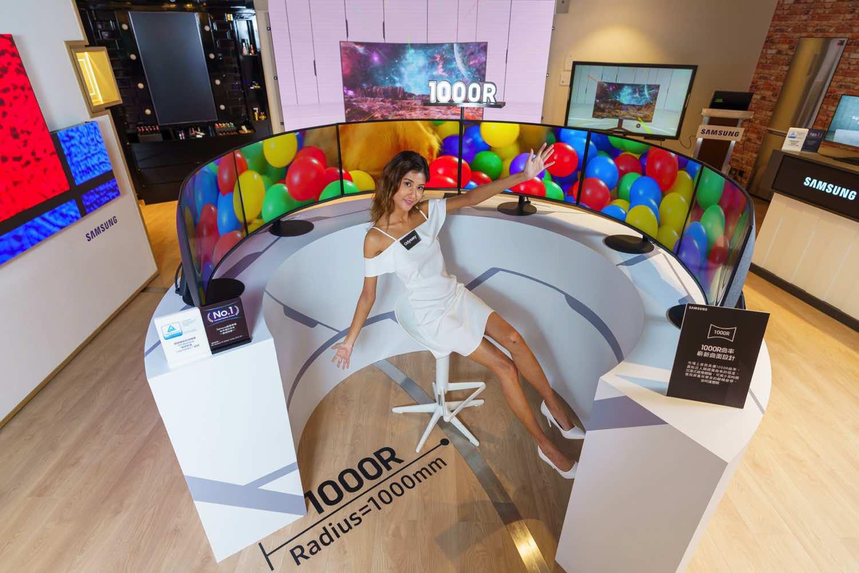 Samsung Odyssey 1000R 曲面電競顯示器 貼合專業用家的需要