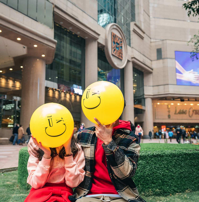 時代廣場 x emograms  「 金銀滿屋福滿年 」  Kissmiklos 招牌笑臉球到港