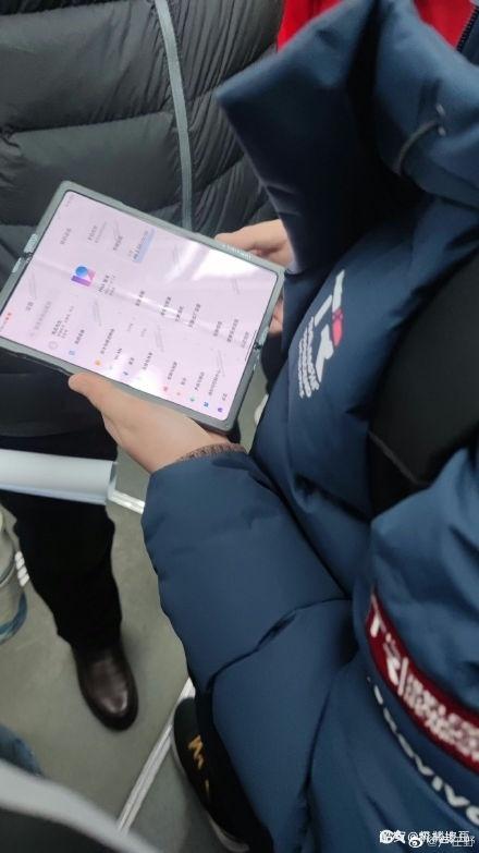 小米摺芒手機現身地鐵? 搭載MIUI 12系統有望今年現身