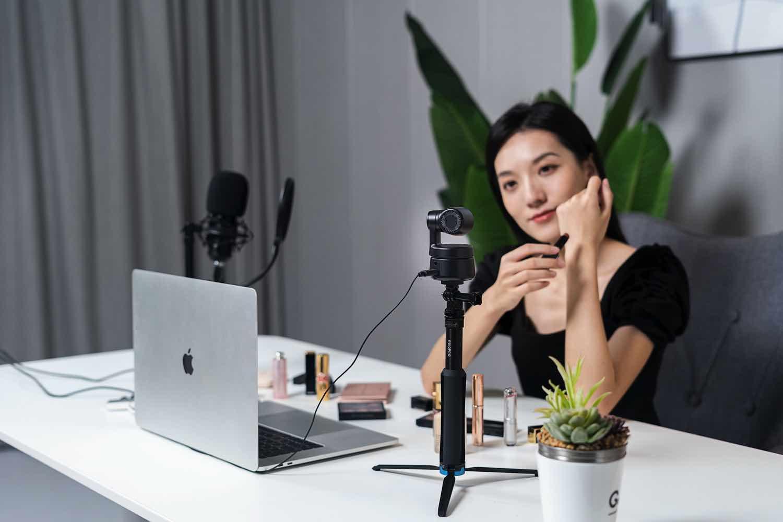OBSBOT Tiny 智能跟拍網路攝影機  首創全身人像姿態 AI 追蹤技術