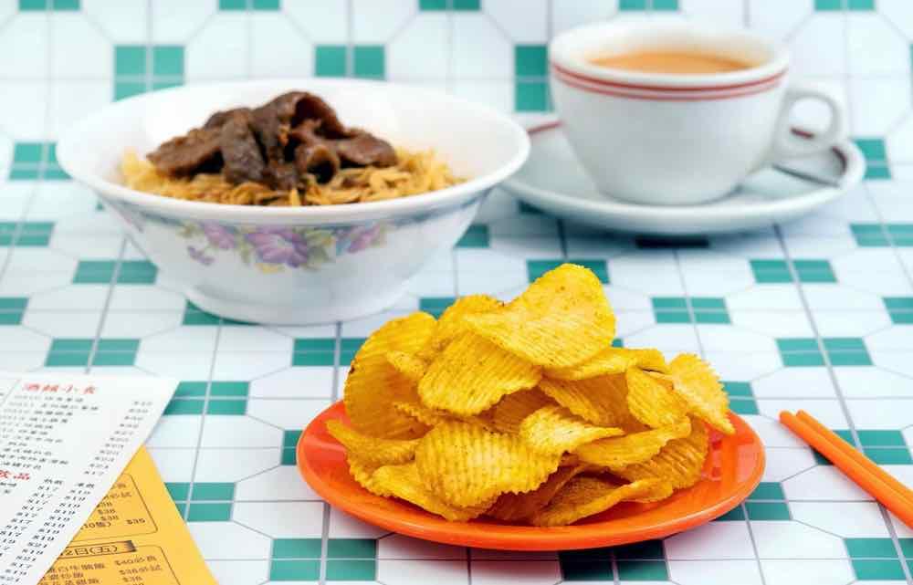 卡樂 B 新推 「 沙嗲牛肉麵味薯片 」及 2 款 經典港式茶記風味
