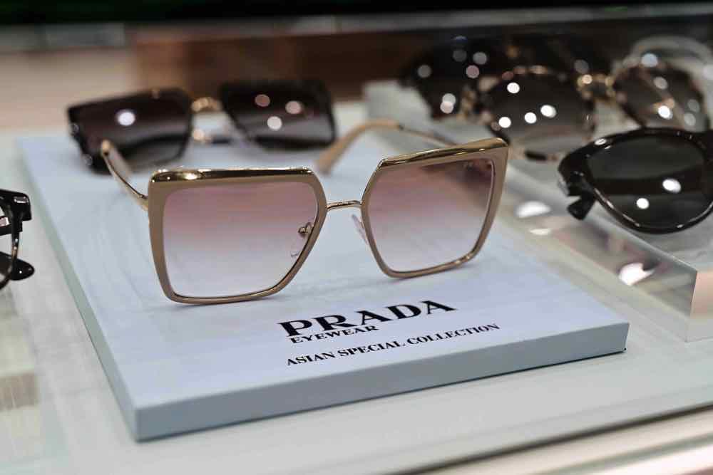 眼鏡 88 指定店舖設 Prada Eyewear 專屬區 由 7 月至 8 月 10 日期間限定