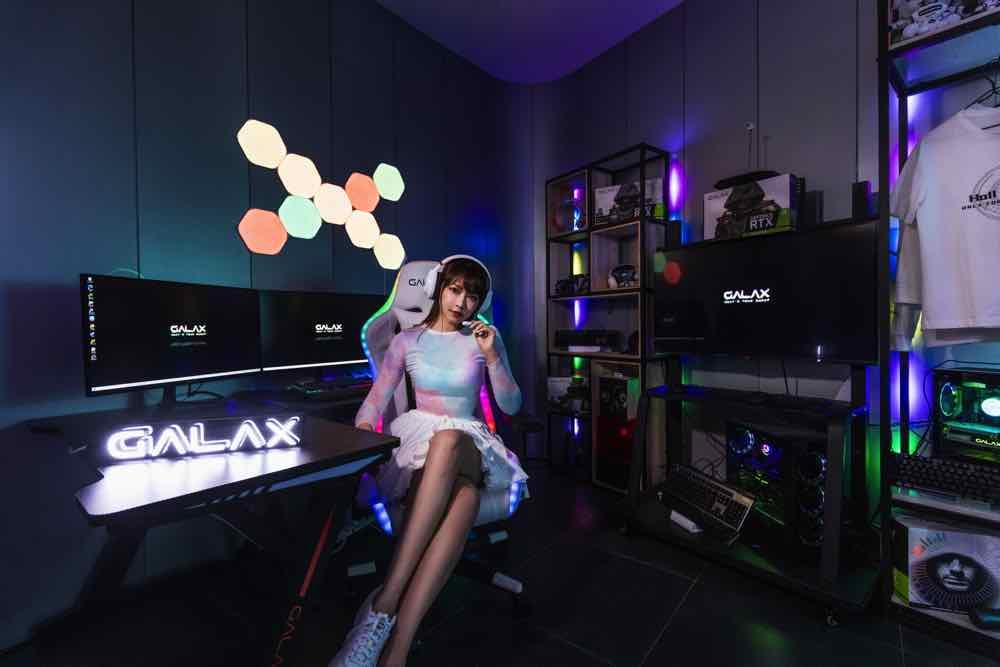 女神 Lilian Kan  「 貼身 」示範  GALAX 全新電競週邊產品現身